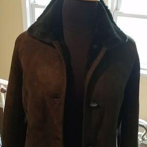 Coat with fur lining.